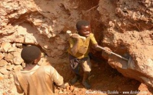 Congo-children-mining-coltan-by-mvemba-phezo-dizolele-300x186